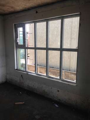 Frameless partition and aluminium windows image 2