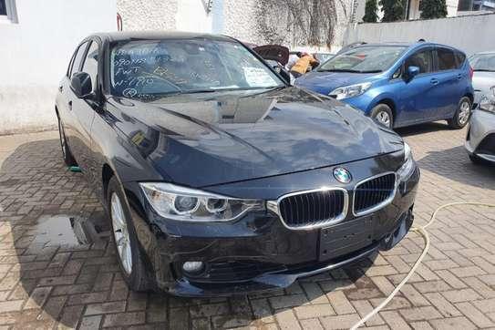BMW 320i image 2