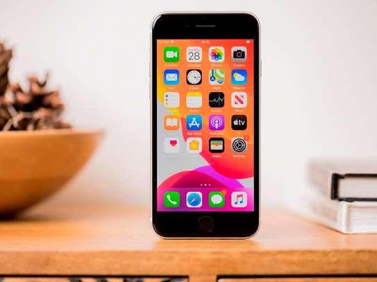 iPhone SE 2020 image 2