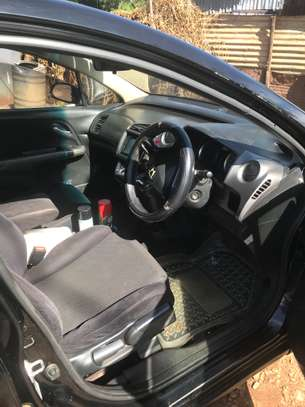 Clean Honda Stream 7 seater image 2
