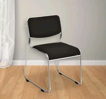 Clean and new waiting chair image 1