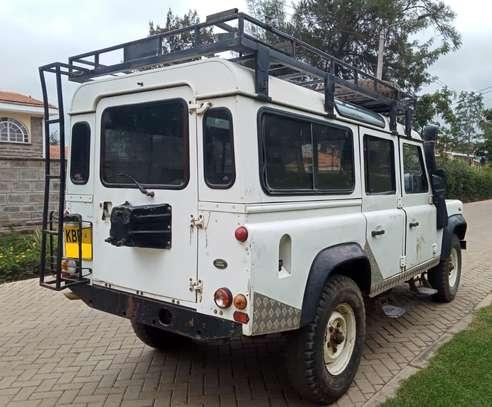 Land Rover Defender 110 image 4