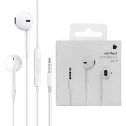 Apple Earpods With 3.5mm Headphone Plug image 4