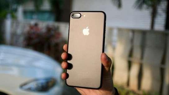 Apple iPhone 7 Plus (32GB) image 1