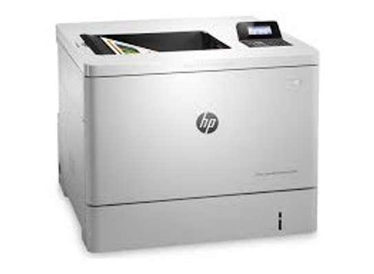 HP Color LaserJet Enterprise M553dn Printer image 3