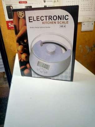 Electronic kitchen scale image 1
