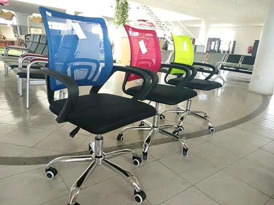 Office coloured mesh Chairs . image 1