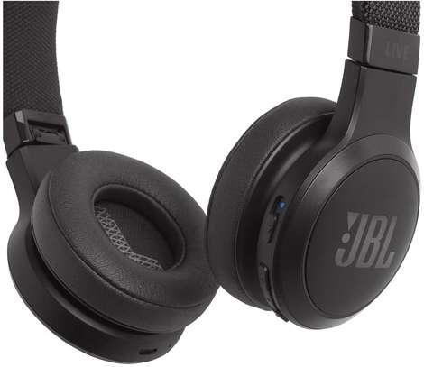 JBL LIVE 400BT - On-Ear Wireless Headphones image 3
