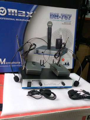 Professional wireless microphone image 1
