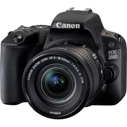 Canon EOS 200D image 2