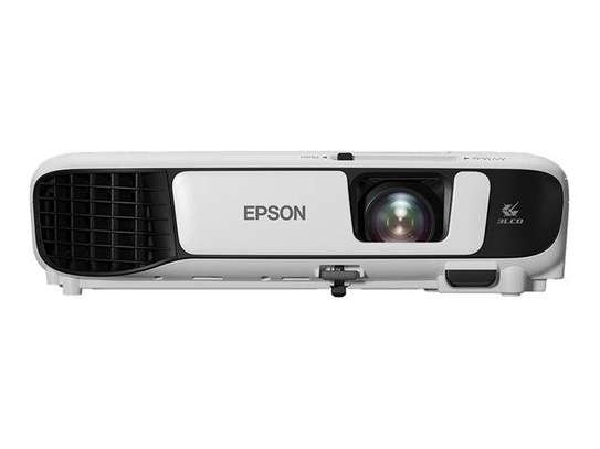 3000 lumens projector for hire.