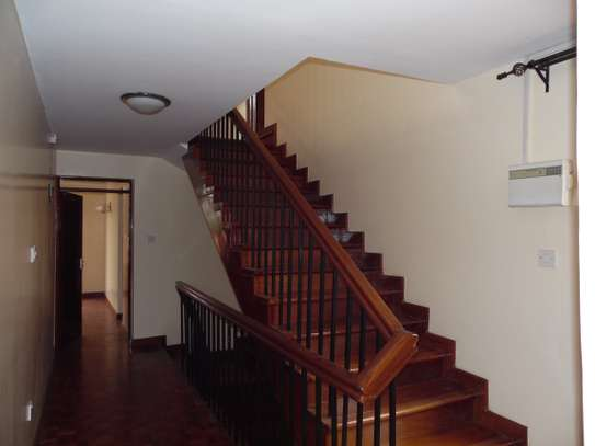 5 bedroom townhouse for rent in Lavington image 12