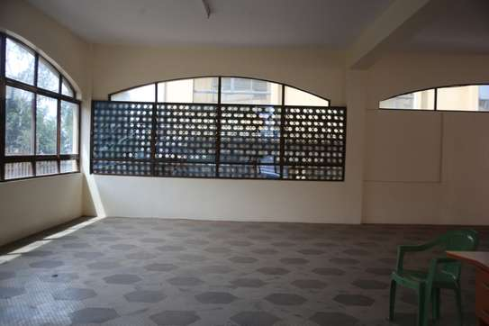 15035 ft² commercial property for rent in Upper Hill image 2
