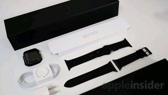 Series 5 Apple WATCH image 3