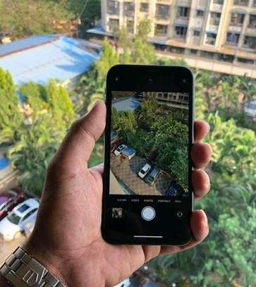 Apple Iphone Xr Black 256 Gigabytes And Iwatch image 5