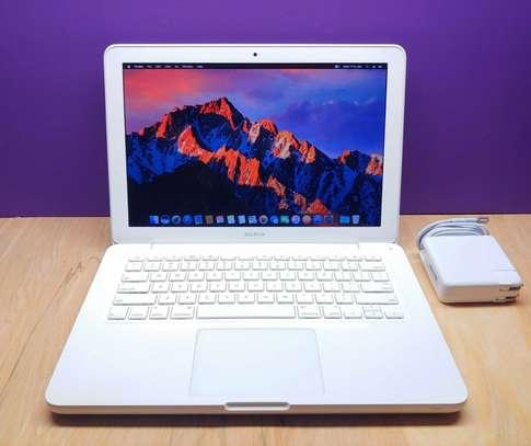 Apple Macbook 13 Inch Laptop Computer   250Gb Hd image 5