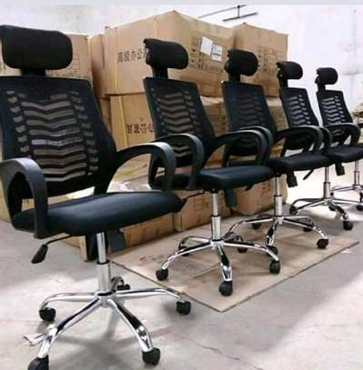 Office chair with adjustable headrest image 1