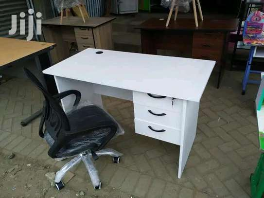 Office work desk with a black office adjustable chair image 1