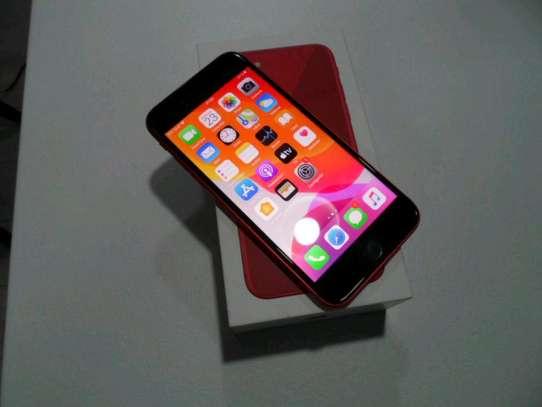 Apple Iphone xr red 256 Gigabytes image 2