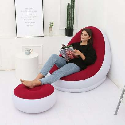 Inflatable Seat With Footrest + Manual Pump image 2