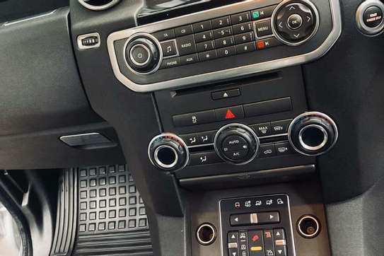 Land Rover Discovery 4 image 3