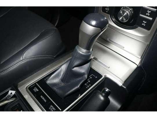 Toyota Land Cruiser Prado image 9
