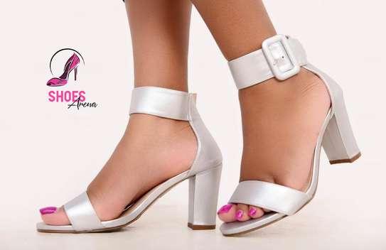Low chunky heels image 3
