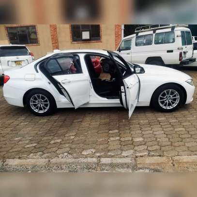 BMW 320i image 9