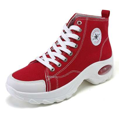 Converse sneakers image 1
