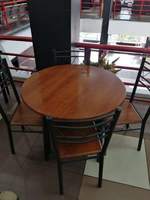 ROUND DINING TABLE image 7