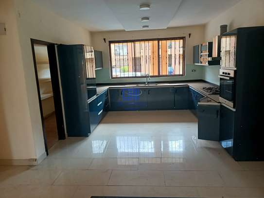 5 bedroom house for rent in Brookside image 2