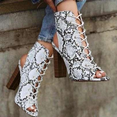 Animal print chuncky heel. image 2