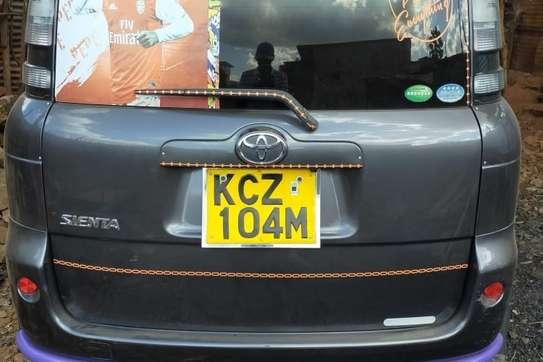 Toyota Sienta image 1