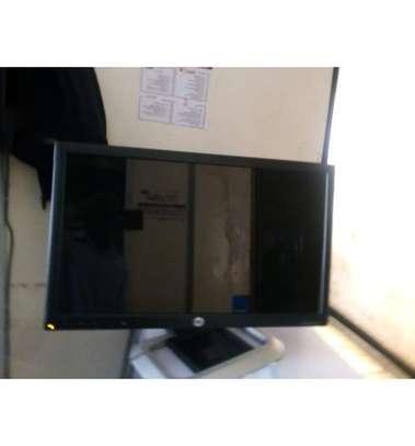 Computor Monitor 22 Inches Stretch image 1