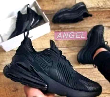 Ladies Airmax sneakers image 2