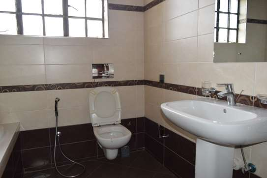 3 bedroom house for rent in Gigiri image 9