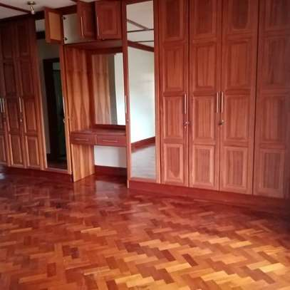 AN EXECUTIVE 4 BEDROOMS TOWNHOUSE WITH DSQ image 5