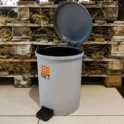 Pedal Dustbin with Inner Plastic image 2