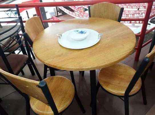 ROUND DINING TABLE image 2
