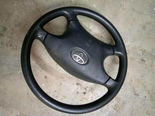 Nze 2002 steering wheel image 1
