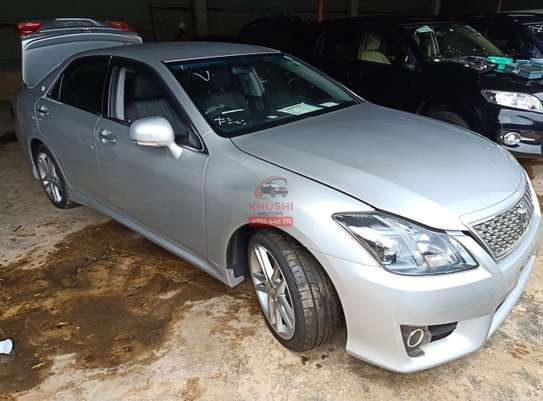 Toyota Crown Automatic image 4