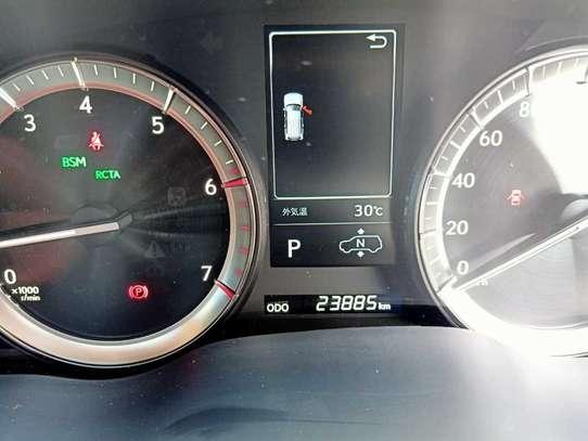 Lexus 570 image 6