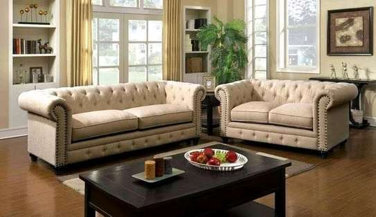 5 seaters Chesterfield sofa image 1