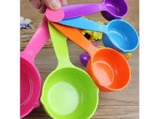 measuring cups assorted colours image 2