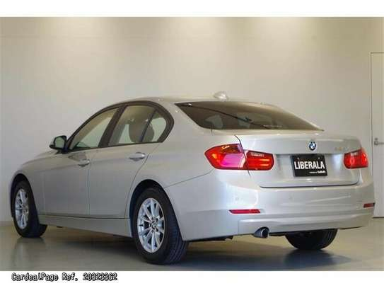 BMW 3 Series image 2