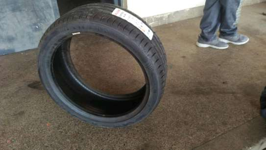 Maxxis 245/40R20 image 3