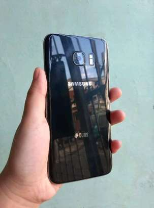 Samsung Galaxy S7 Edge. 128 Gigabytes Black