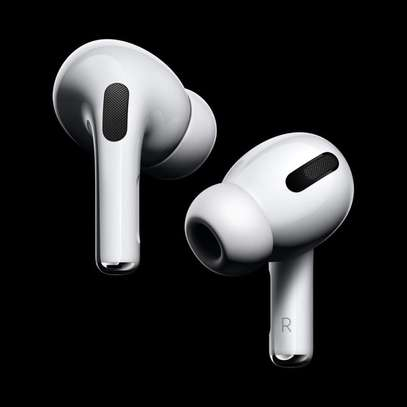 Apple AirPods Pro with Wireless Charging Case image 4