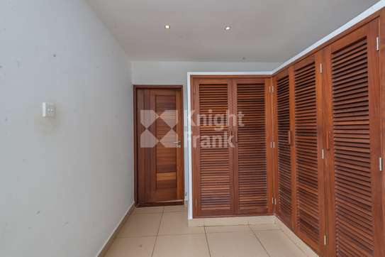 Furnished 3 bedroom apartment for sale in Bamburi image 9
