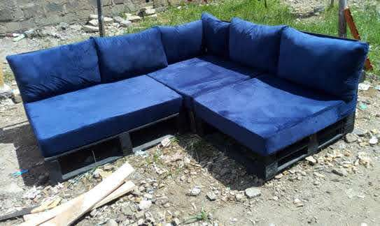 BEAUTIFUL 6 SEATER PALLET SOFA WITH CUSHIONS image 1